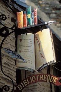 вывеска книжного магазина