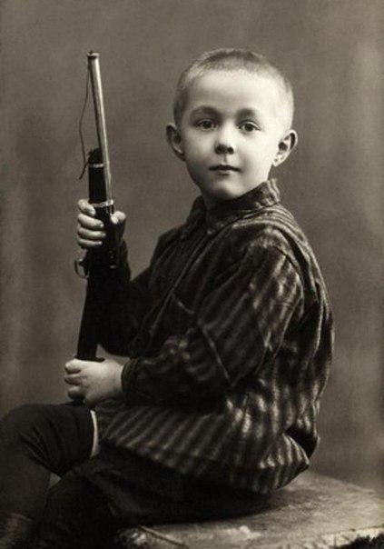 15 фотографий писателей в детстве.